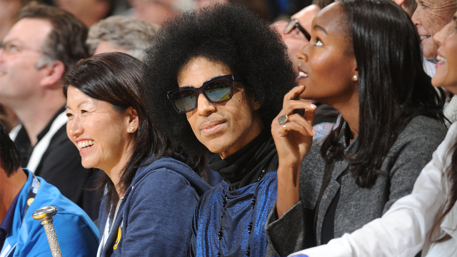 OAKLAND, CA - MARCH 3: Singer Prince and Model Damaris Lewis takes in the game between the Golden State Warriors and the Oklahoma City Thunder on March 3, 2016 at ORACLE Arena in Oakland, California. NOTE TO USER: User expressly acknowledges and agrees that, by downloading and or using this photograph, user is consenting to the terms and conditions of Getty Images License Agreement. Mandatory Copyright Notice: Copyright 2016 NBAE (Photo by Noah Graham/NBAE via Getty Images)